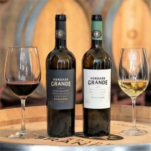 The red wines ranges from the Selected Harvest to the Reserva. The freshness and minerals in the white wines comes from Alantejo's climate and soil. Annette already has three favorites :-)