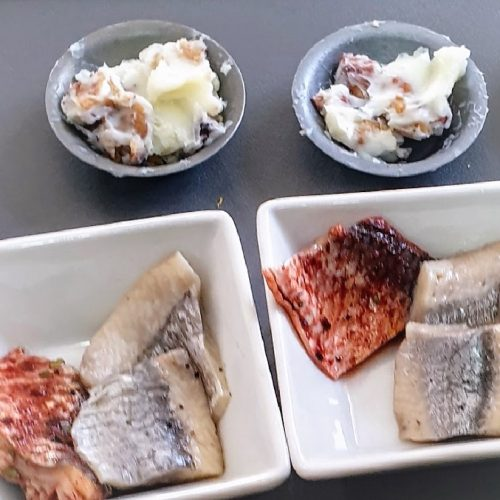 No lunch without Herrings. And that is one of our biggest challenges. The ones here are imported from Christians Ø in Danmark. They are sold out. So we use the alternative we can get from Aldi and IKEA and give the Annette's touch.