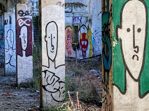 2 sides of Lisbon: Curated art or street